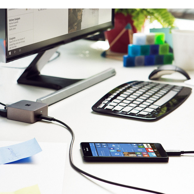 Microsoft Lumia 950 XL connected to Display Dock